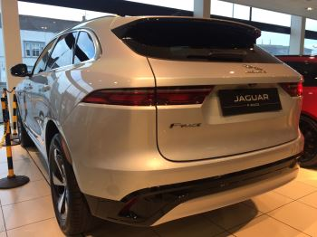 Jaguar F-PACE Stock cars available Immediately with all models available for early delivery.  image 8 thumbnail